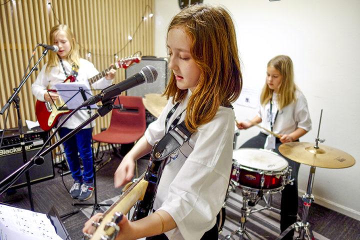 AKKS Bergen har fått 150 000 kr for å inkludere barn og unge