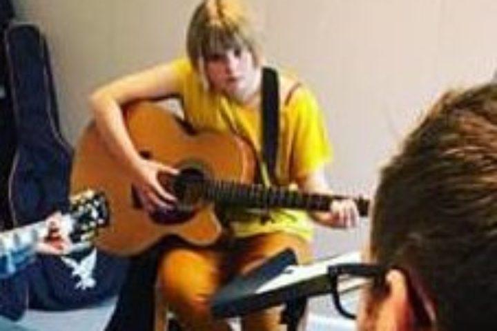 Akustisk gitar med låtskriving