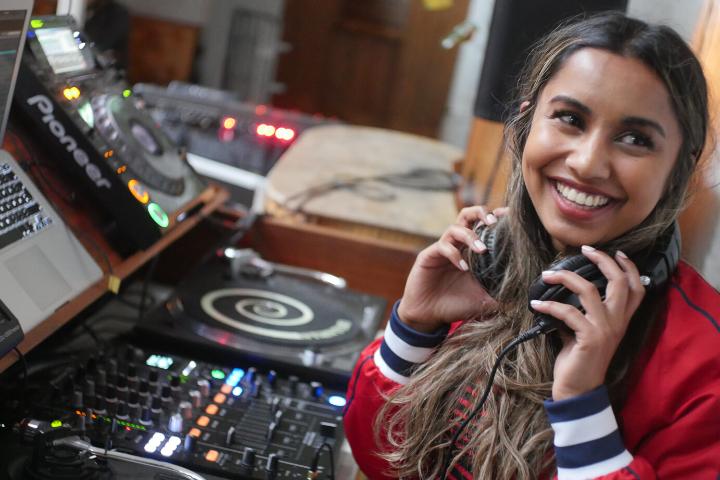 Er du vår nye DJ-instruktør, eller vår nye bandinstruktør?