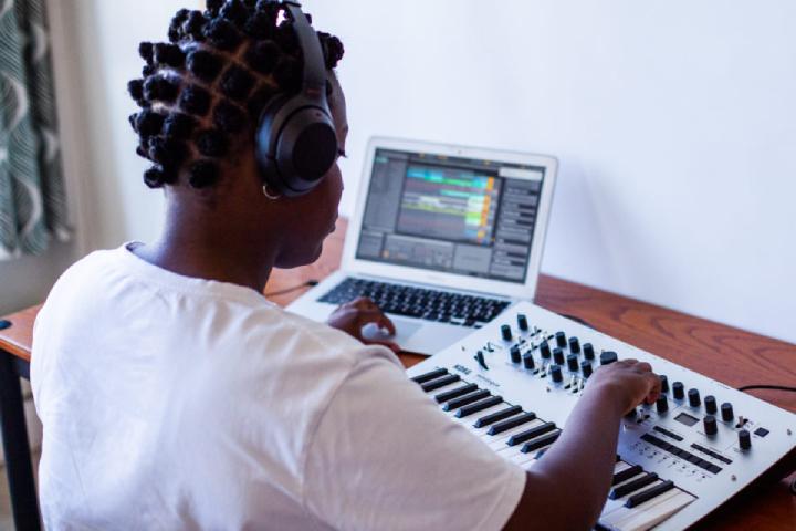 Er du vår nye Elektronisk Musikkproduksjon (Ableton Live) instruktør?