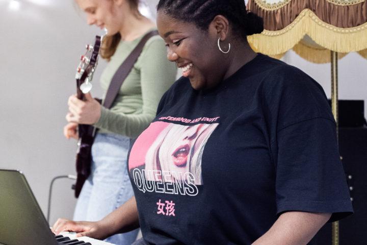 LOUD! musikkworkshops og leire for jenter, transpersoner og ikke-binære